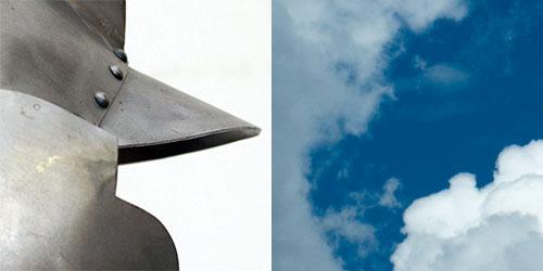 Les deux photos d'origine : un gros plan de casque médiéval et un fond de ciel nuageux.