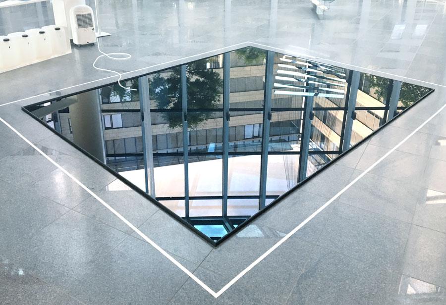 19 weeks of water II collected humidity, dehumidifier, metal frame, 400 x 450 cm, 2018, PwC, Düsseldorf