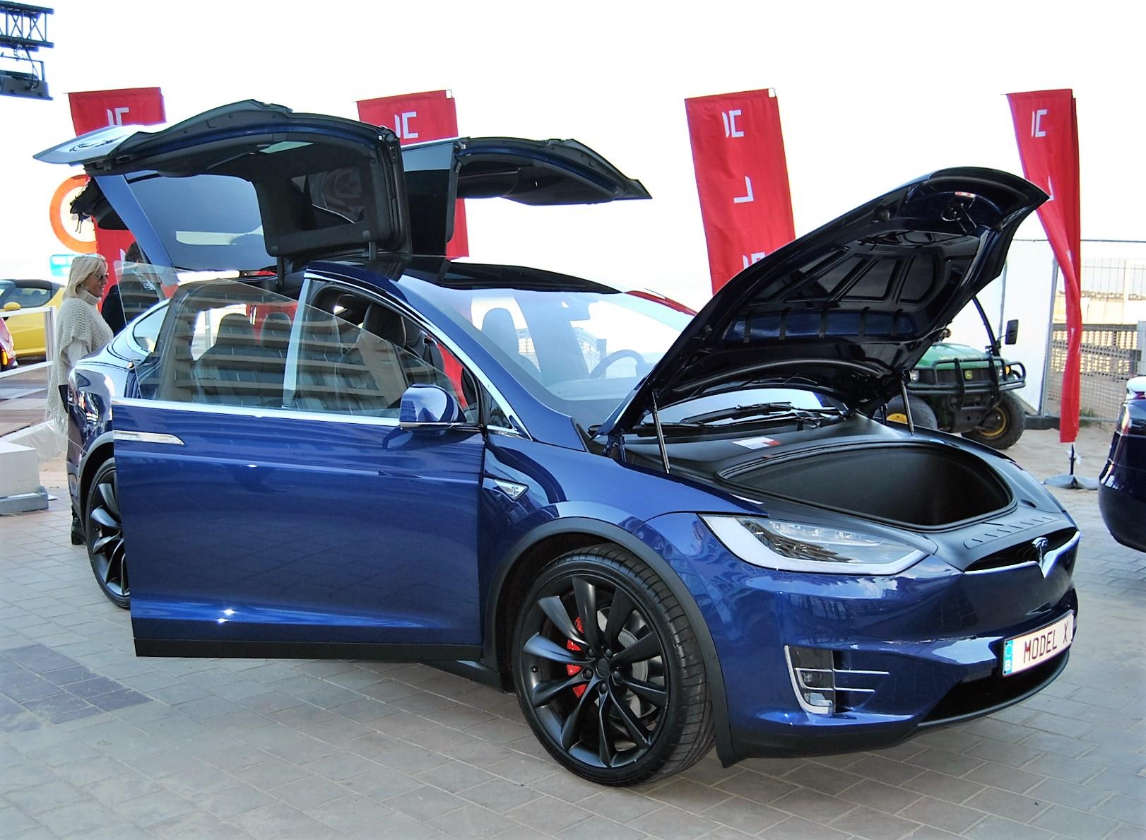 Tesla opent nieuw Supercharger station in Aarlen