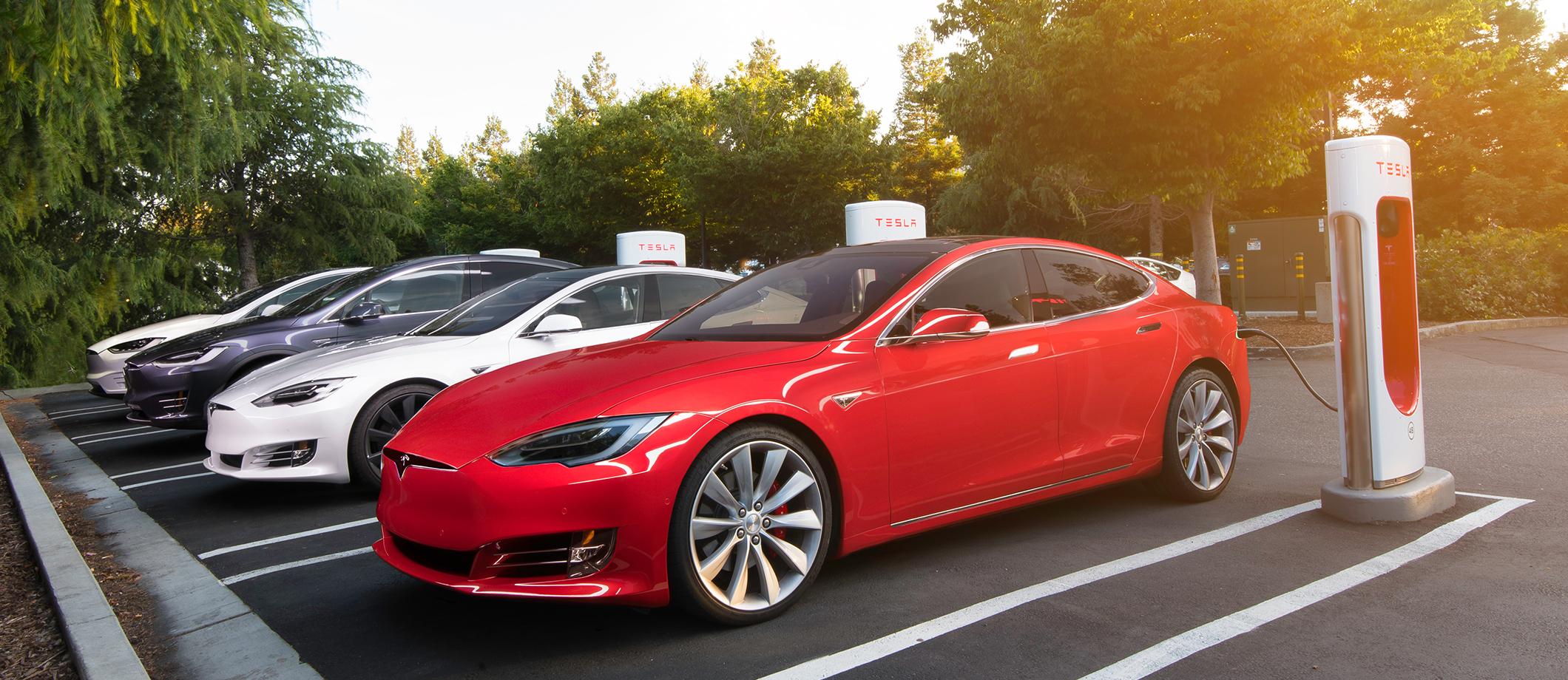 Tesla opent achtste Superchargerstation van België in Aalst