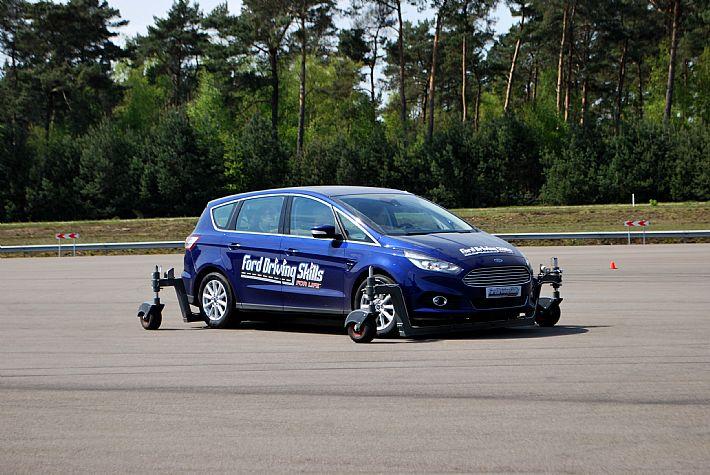 Noodstops driving skills video Chris Gommeren.