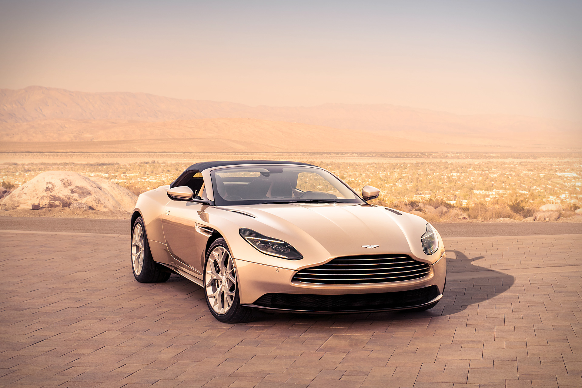 Nieuwe Aston Martin DB11 Volante.