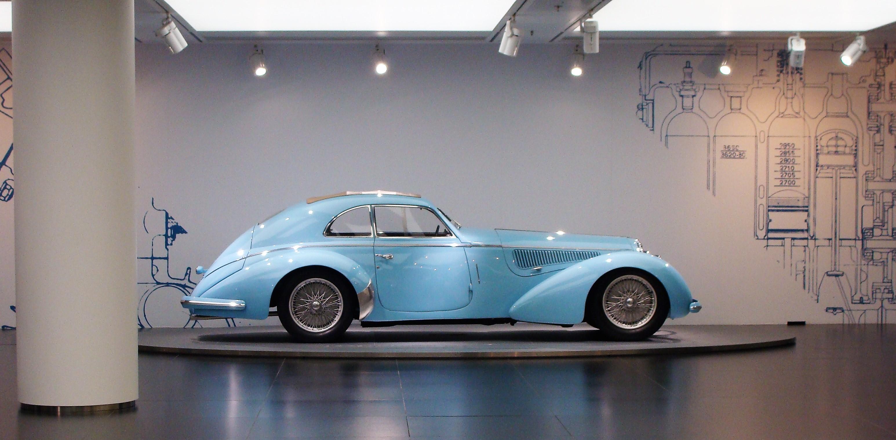 Bezoek aan het Alfa Romeo-museum in Arese en het Ferrari-museum in Modena.