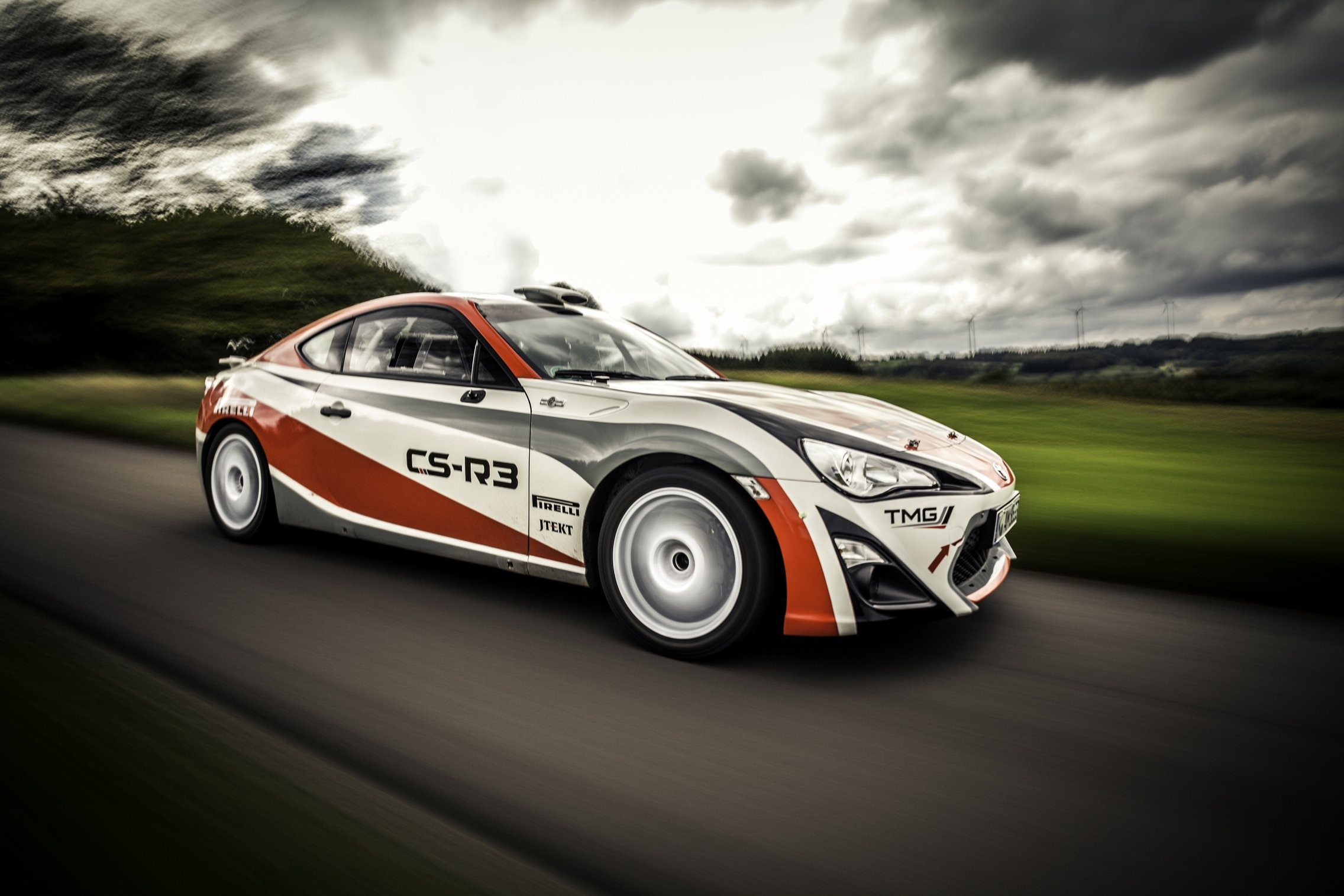 """Polle Geusens enthousiast over de Toyota GT86 CS-R3 """"De motor is indrukwekkend"""""""