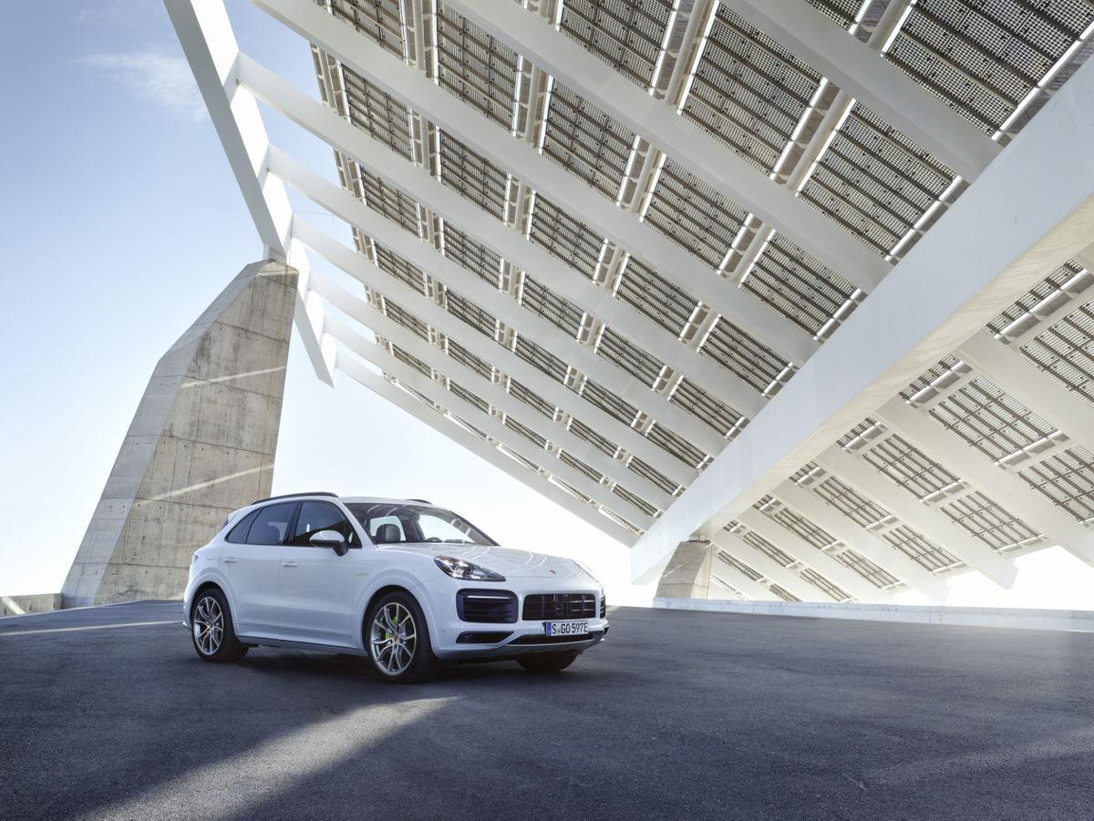 Porsche-SUV met E-Performance en nieuwe comfortopties