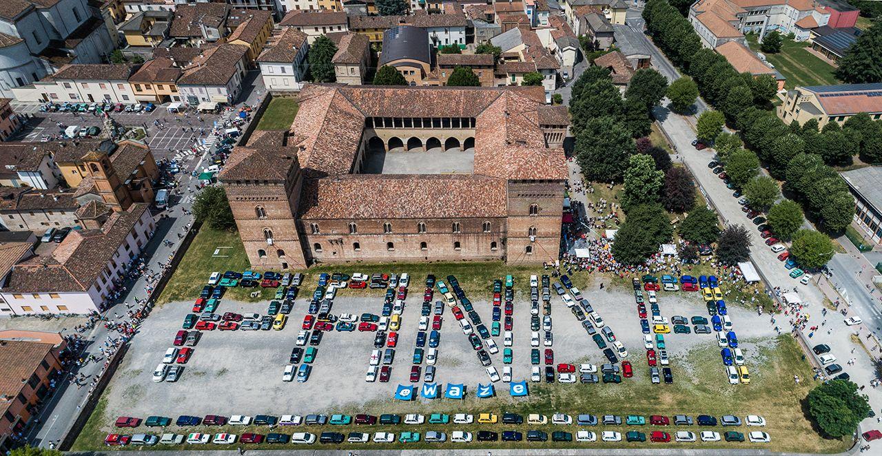 Een bijeenkomst van 365 voertuigen tijdens een meeting Fiat Panda!