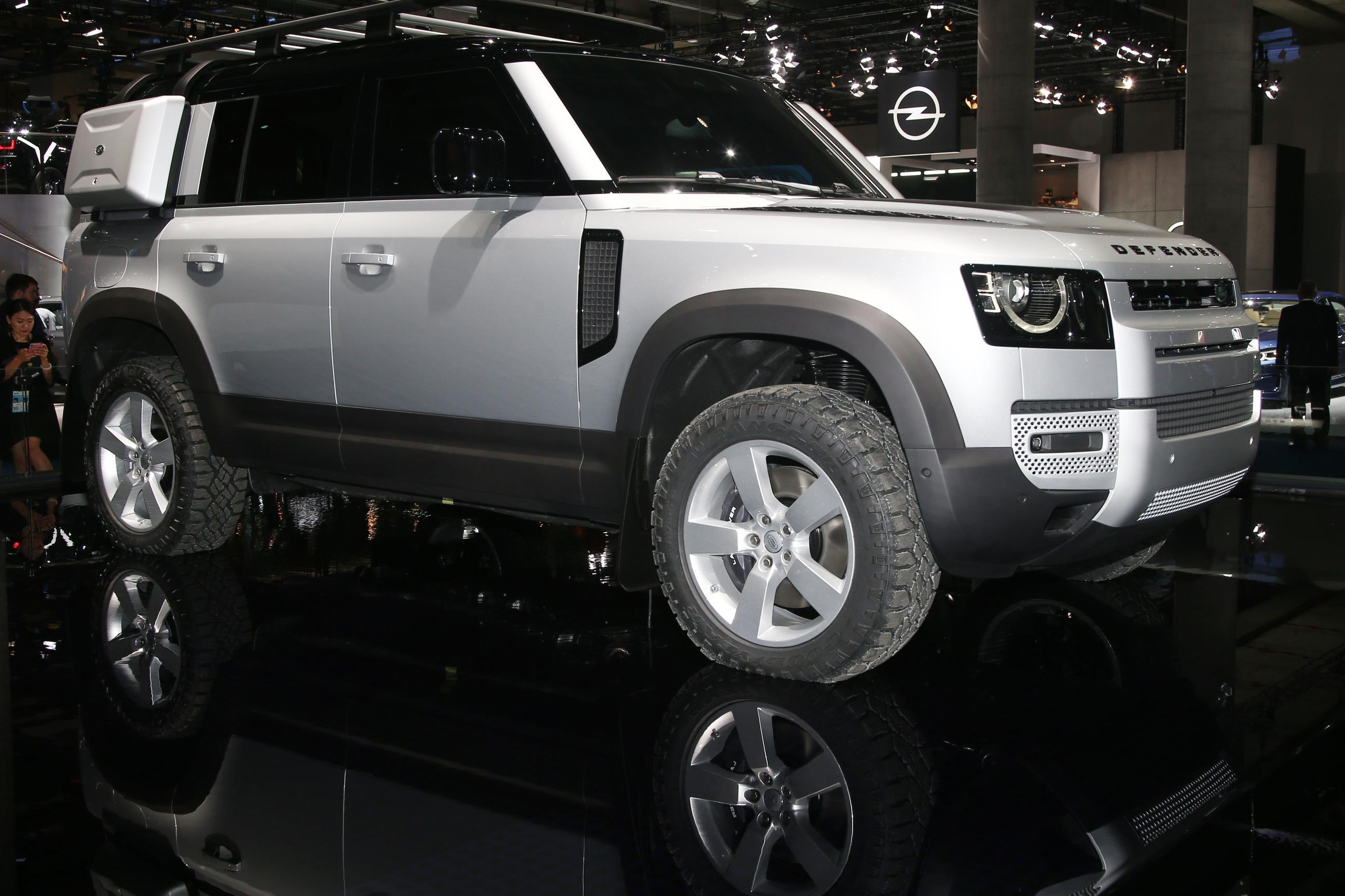 Land Rover DEFENDER .