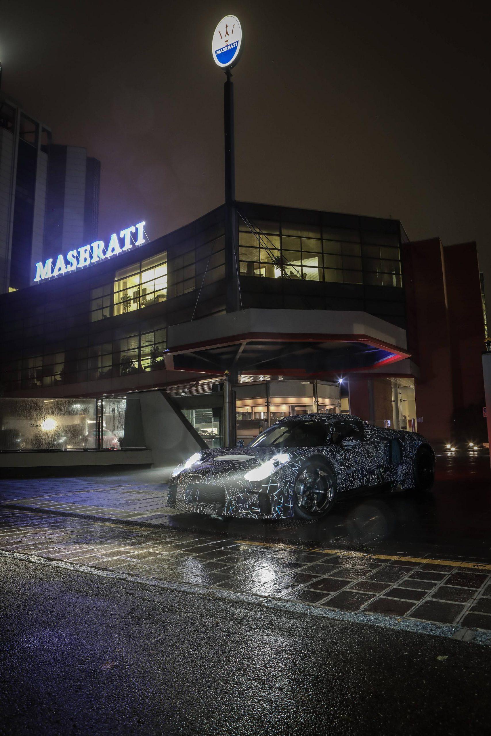 Nieuwe gecamoufleerde Maserati gespot in Modena:
