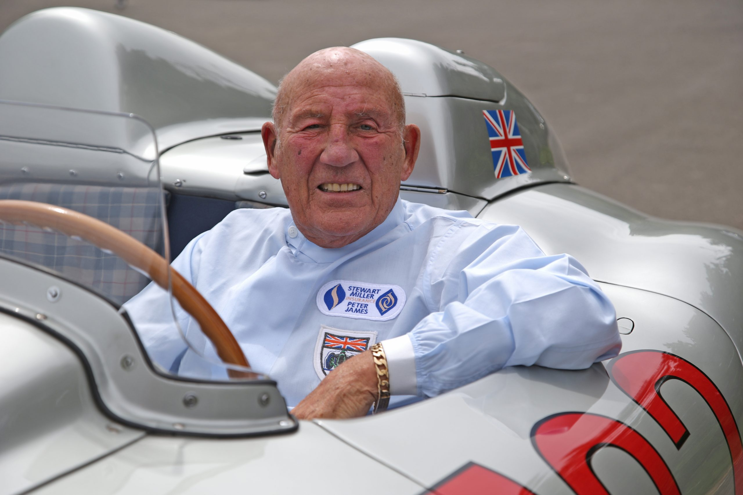 Mercedes-Benz racing driver Sir Stirling Moss has passed away at the age of 90.