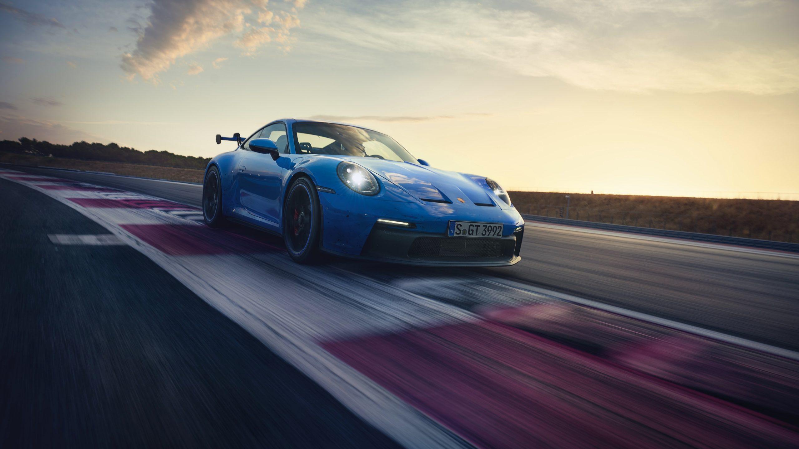 Prestatiegerichte sportwagen met sportophanging en bijzonder efficiënte aerodynamica