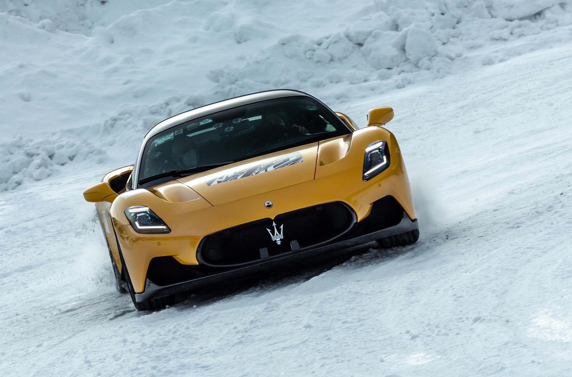 De kracht van de MC20 op sneeuw
