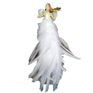 Vacker flygande älva ängel med fjädrar som spelar fiol