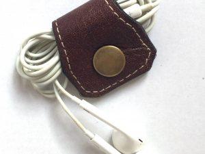 Håndlavet earphone case i genanvendt skind fra BAKANO design
