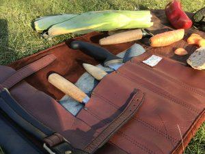 Knivtaske i genanvendt skind fra BAKANO design