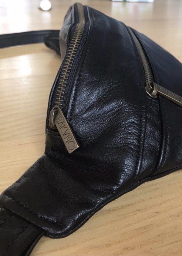 bæredygtig bumbag af upcycled læder