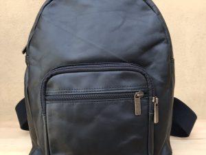 Håndlavet rygsæk af genanvendt skind