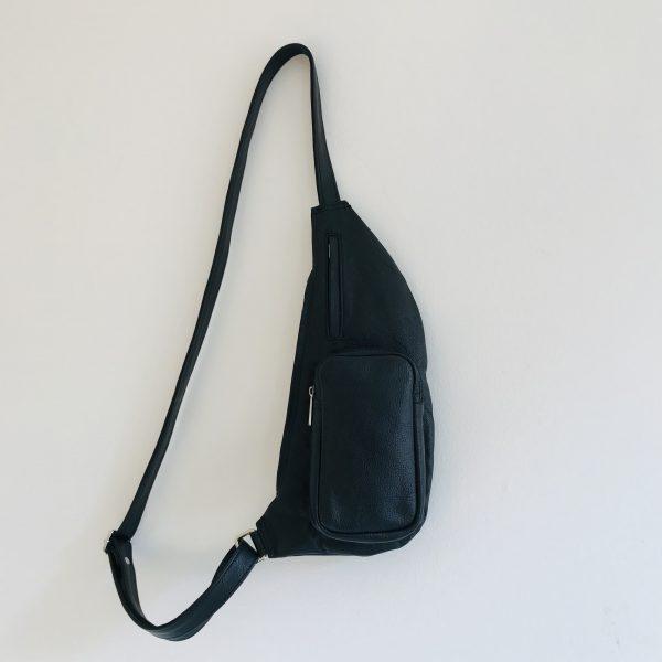 Håndlavet taske af genanvendt skind