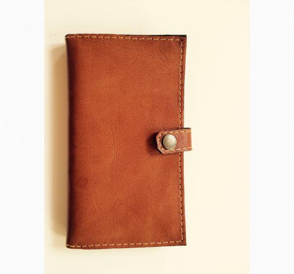 bæredygtig kortholder af upcycled læder