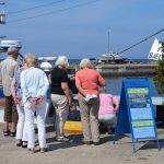 Salg af havfrisk fisk fra kajen, Hasle Bornholm
