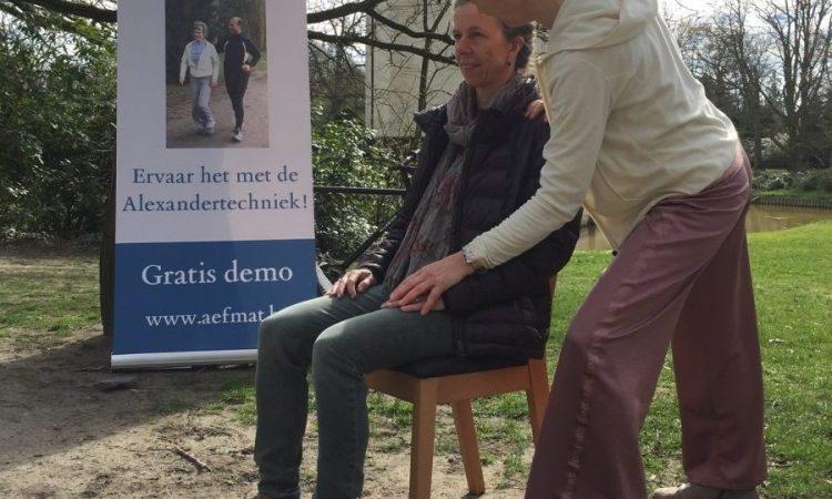 Demo Alexandertechniek in het park