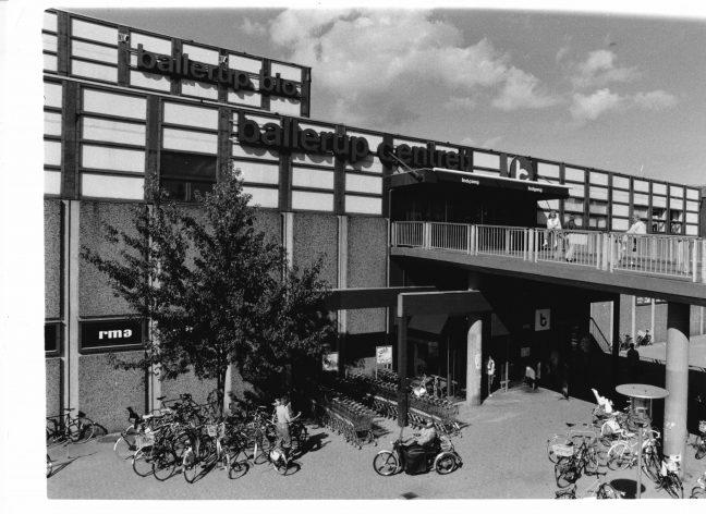 Fotografi af Ballerup Biograf på toppen af ballerup centeret 1986.