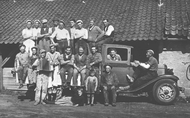 Mænd på lastbil fra 1930erne