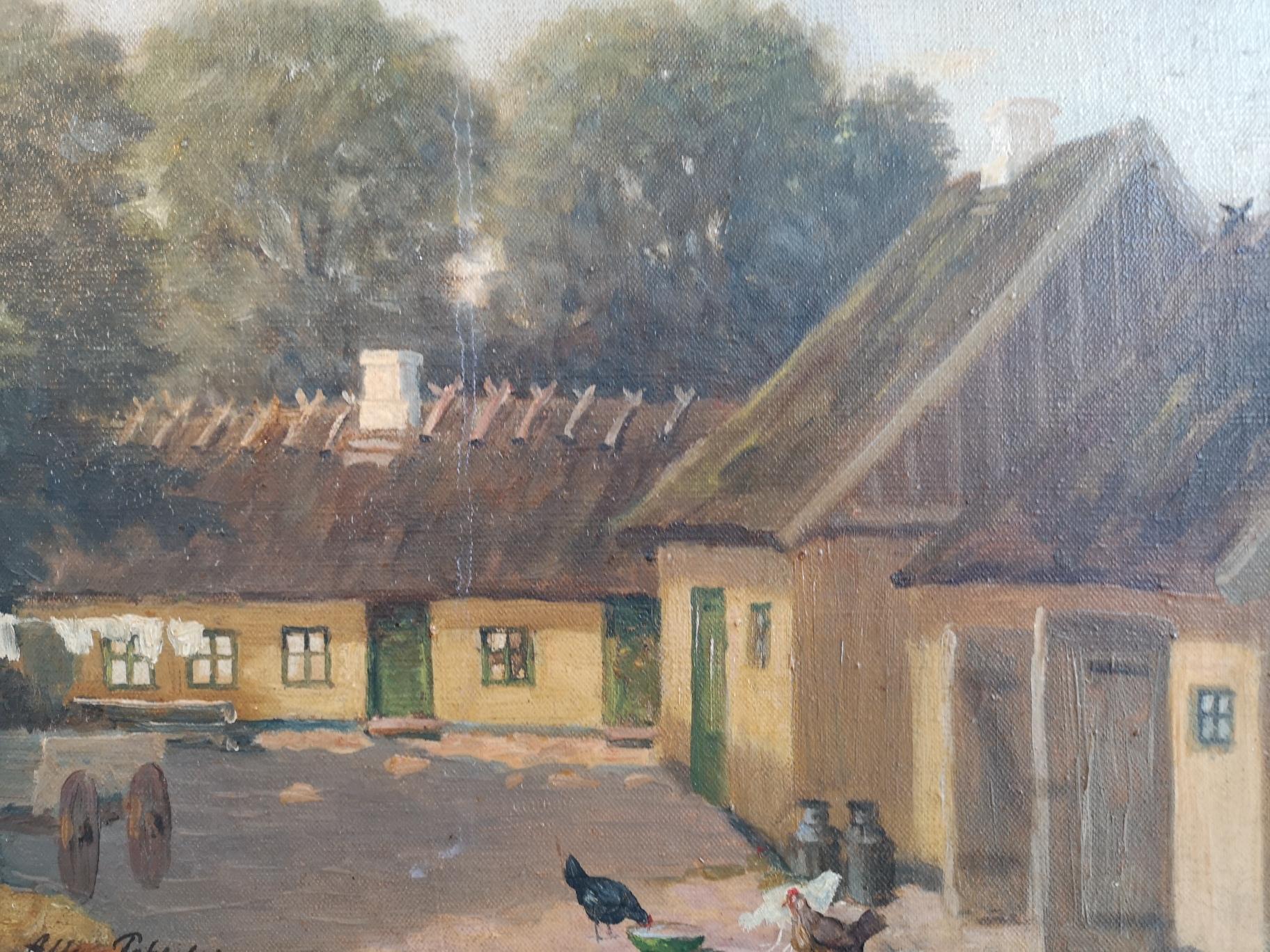 Maleri af gul gård med høns på gårdspladsen