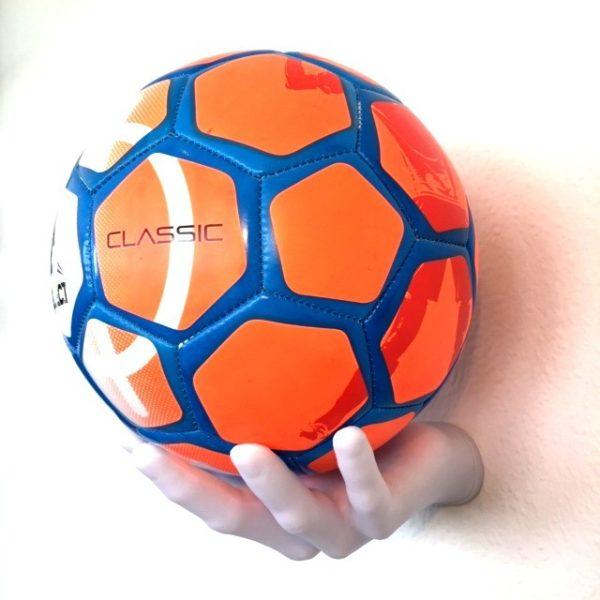 1 stk Fodboldholder BallOnWall Boldhånd i Hvid5