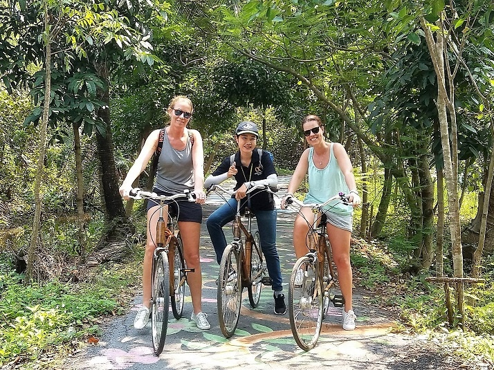 Dutch visitors on a bicycle tour in Bangkok
