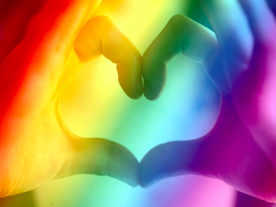 Regenboog met hartje, een hart voor non-binaire mensen. Daar gaat dit artikel over.