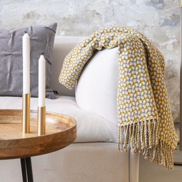 Burel-Gathering-Plaid-Light Grey-Mustard Yellow-Vist på sofa