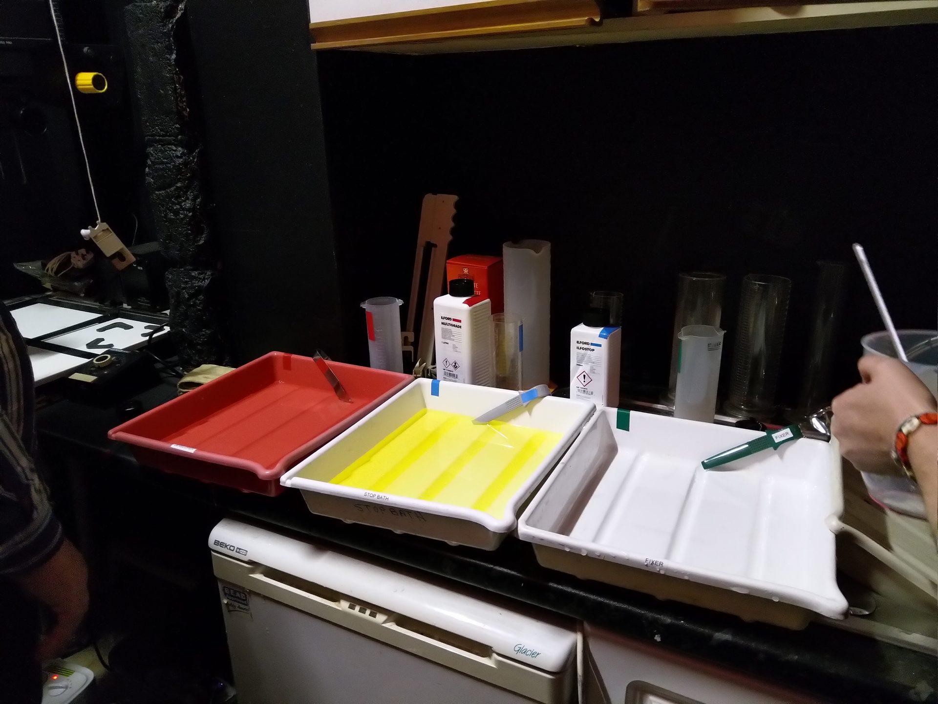Darkroom development trays