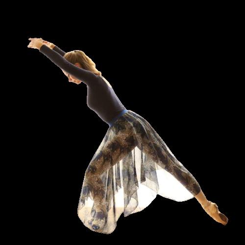 """Henriette Devantier. Henriette startede sin klassiske ballettræning som 3-årig ved """"Hellerup Klassiske Balletskole"""". Hun har i flere år danset på skolens elite hold og været en del af skolens Junior Kompagni, som bl.a. har rejst til Australien, deltaget i konkurrence i Italien og medvirket i tv-programmer. Henriette har danset med i """"Bech Balletten"""" siden 2012. I sæsonen 14/15 assisterede Henriette på Bech Ballet Akademi og har sidenhen fået sine egne hold."""