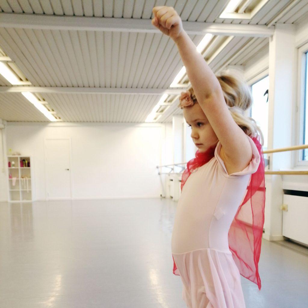 Superhelte ballerina. Vi har klare visioner for balletskolen og vores tilgang til undervisningen.