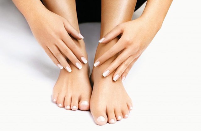 Manicure en pedicure plus nagels lakken