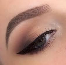 prachtige wenkbrauwen bij mooi opgemaakte ogen