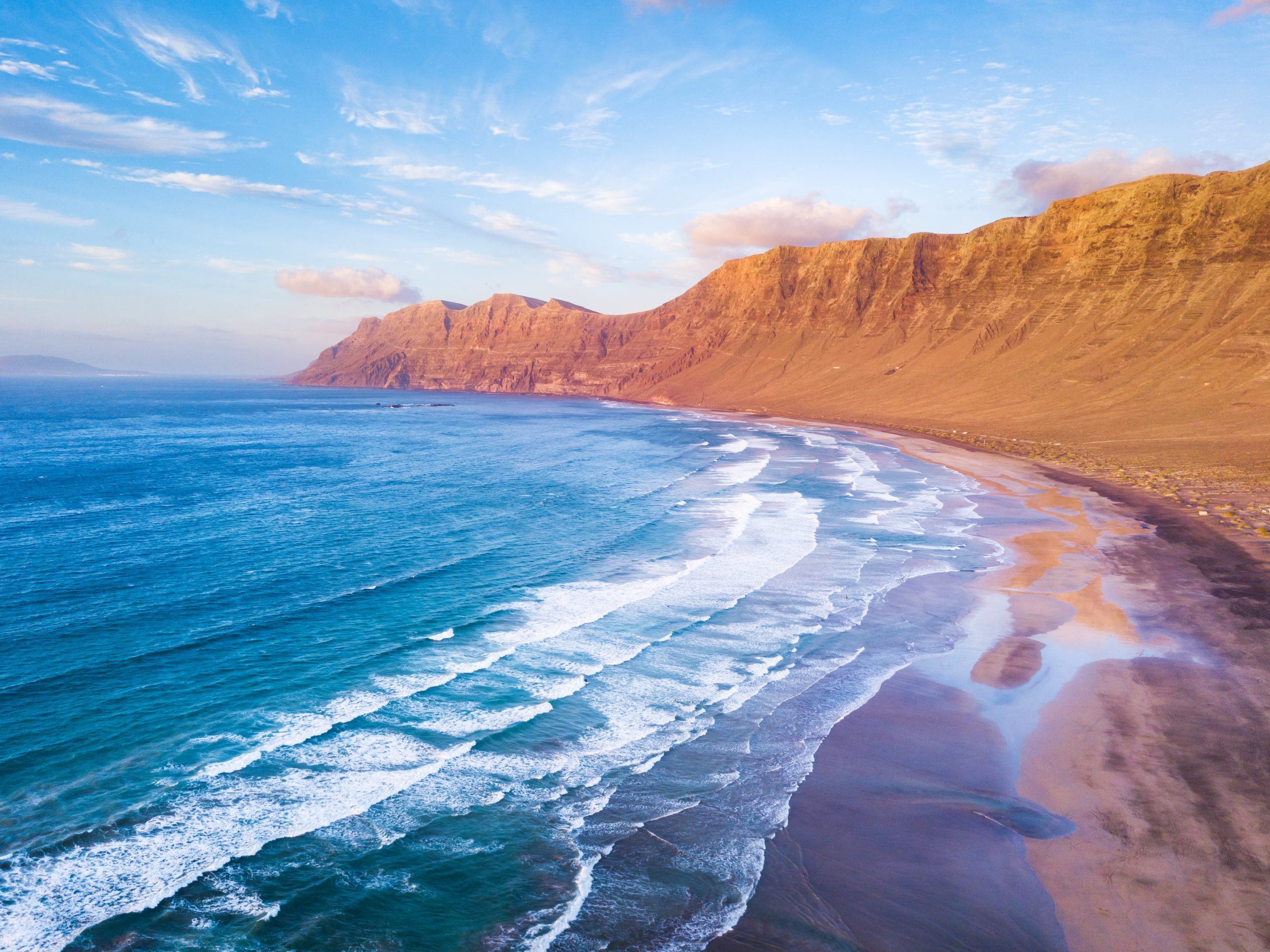 Surfing Lanzarote - famara