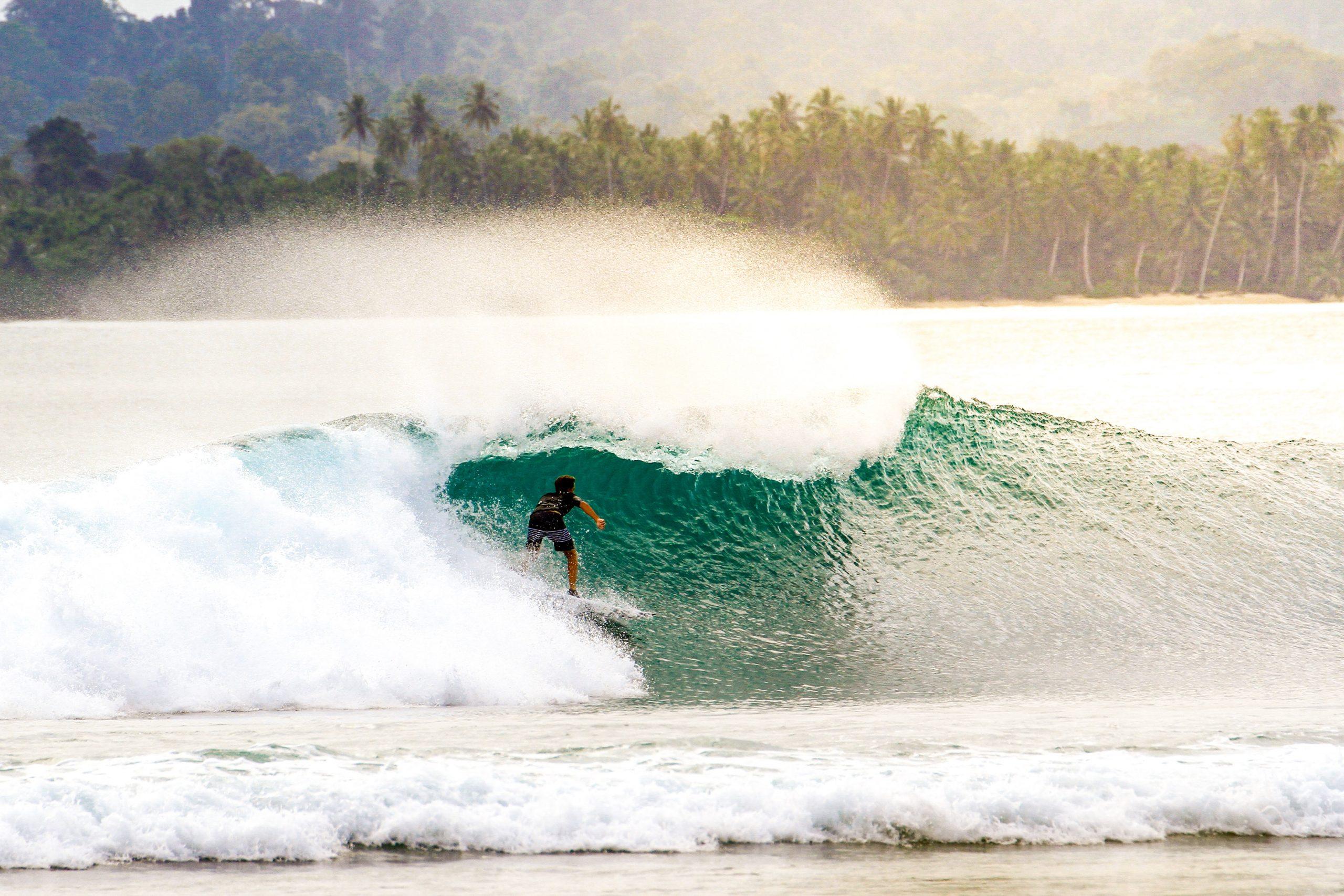 surf spots mentawai islands