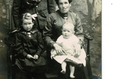 Stevey Lister and Annie Lister (nee Chapman)  with daughter Mary Jane, who later married Reg Gill.