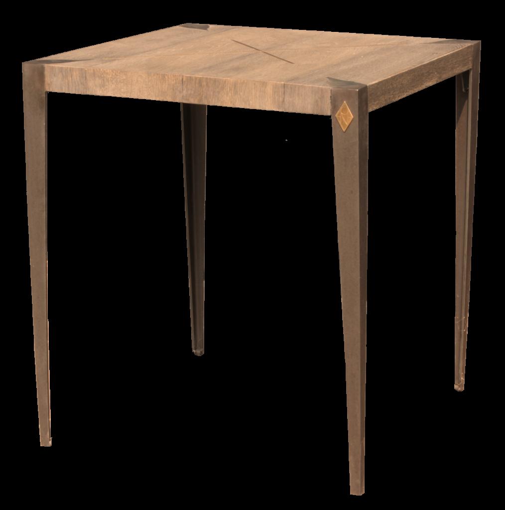Table CR'OSS, structure en fer patiné avec un détail en laiton. Tablette en chêne patiné.