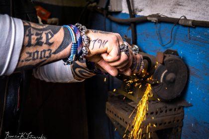 Fotoshooting in einer Werkstatt