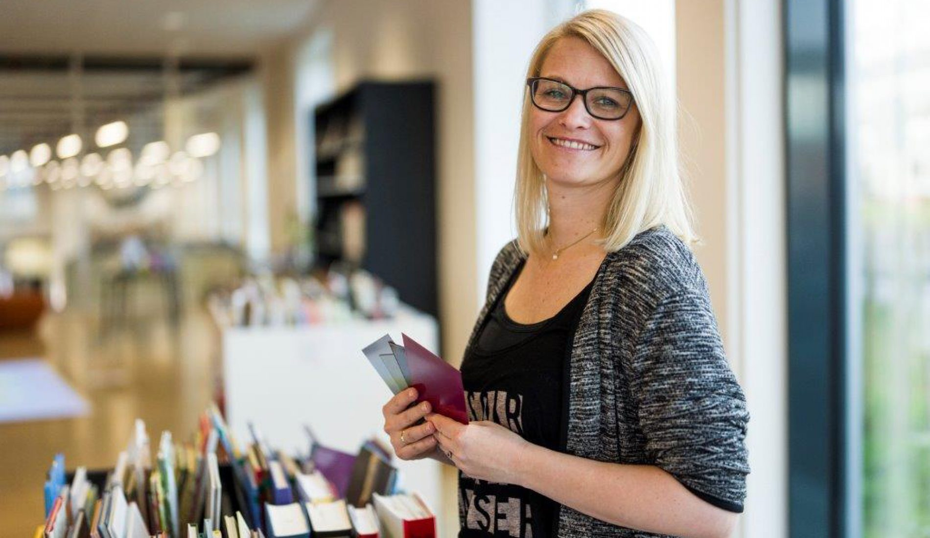 Aina Vestengen har jobbet med innredningen i Bibliotekenes Hus. Hun håper huset blir et sted bibliotek- og skolefolk kommer for få tips og inspirasjon.