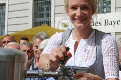 Johanna Seiler, Tag des Bieres am Bierbrunnen Ecke Oskar-von-Miller-Straße/Briennerstraße in München 2019