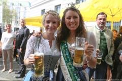 Johanna Seiler und Kathi Maier (re,), Tag des Bieres am Bierbrunnen Ecke Oskar-von-Miller-Straße/Briennerstraße in München 2019