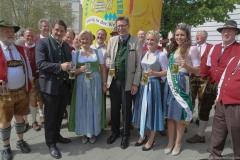 Angela Inselkammer (2. von li.), Gerog Schneider (Mitte), Johanna Seiler (2. von re.), Kathi Maier (re.), Tag des Bieres am Bierbrunnen Ecke Oskar-von-Miller-Straße/Briennerstraße in München 2019