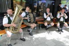 Obermüller Musikanten, Tag des Bieres am Bierbrunnen Ecke Oskar-von-Miller-Straße/Briennerstraße in München 2019