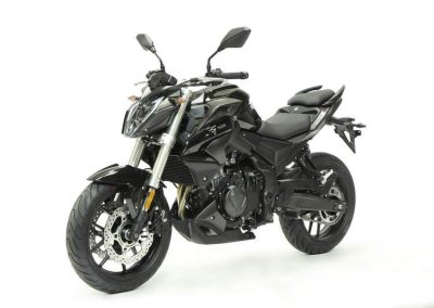 MOTOCICLETA VOGE 500R COLOR NEGRO