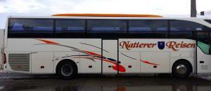 Zeichen für Bewegung an einem Bus