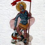 Florian auf einem Feuerwehrhaus. Malerei