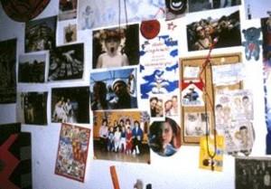 Wand des Zimmers eines 15jährigen Mädchens im Jahre 1998
